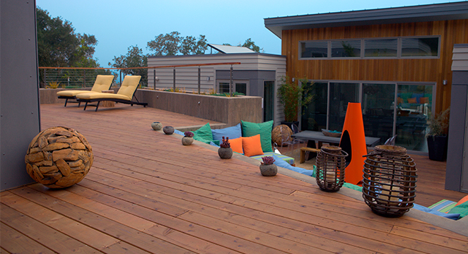 Expansive Redwood Deck in Healdsburg, CA